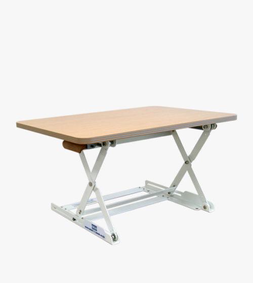 桌面上的桌子 (M)